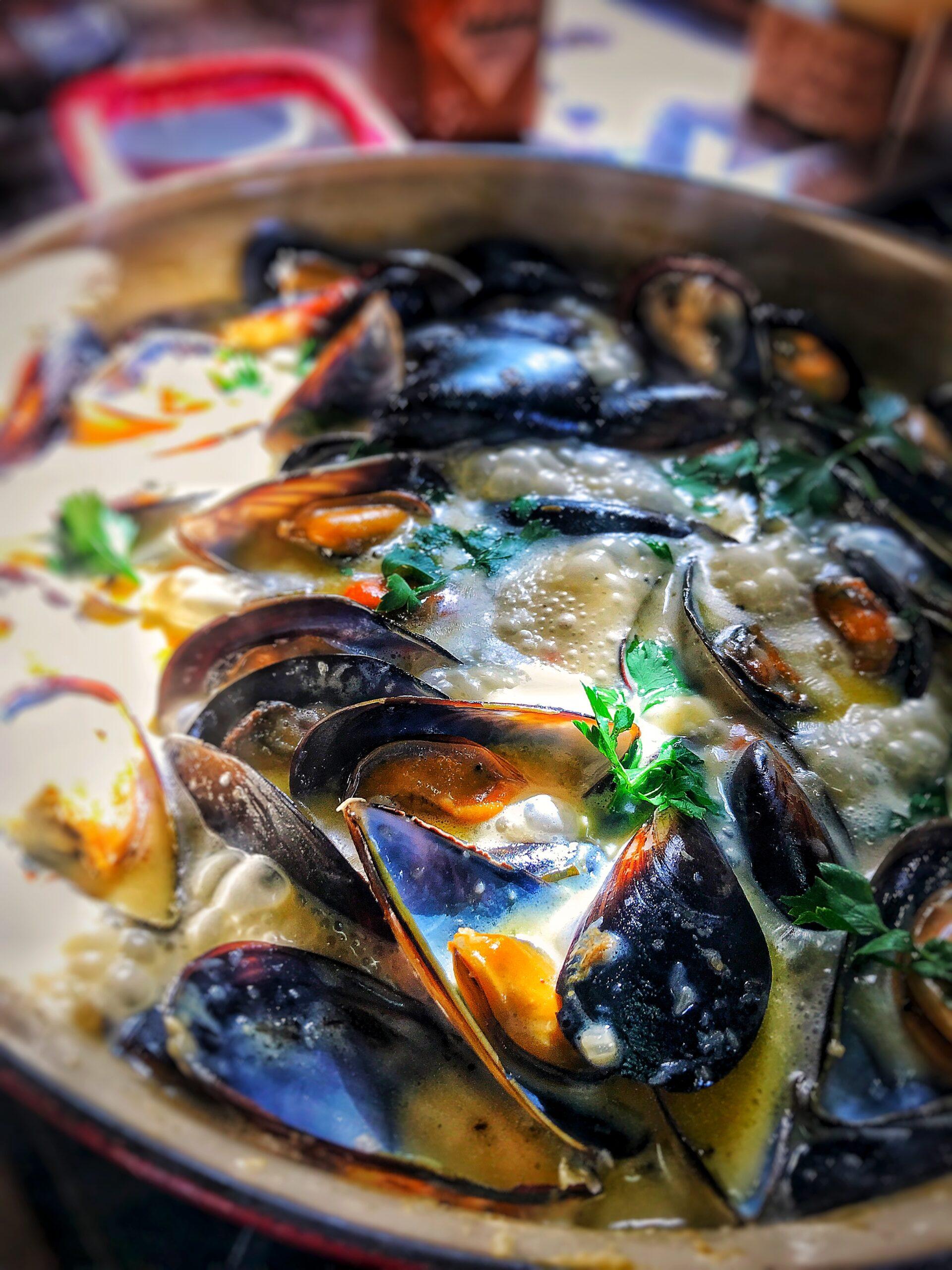 Mussels in Creamy Garlic Sauce